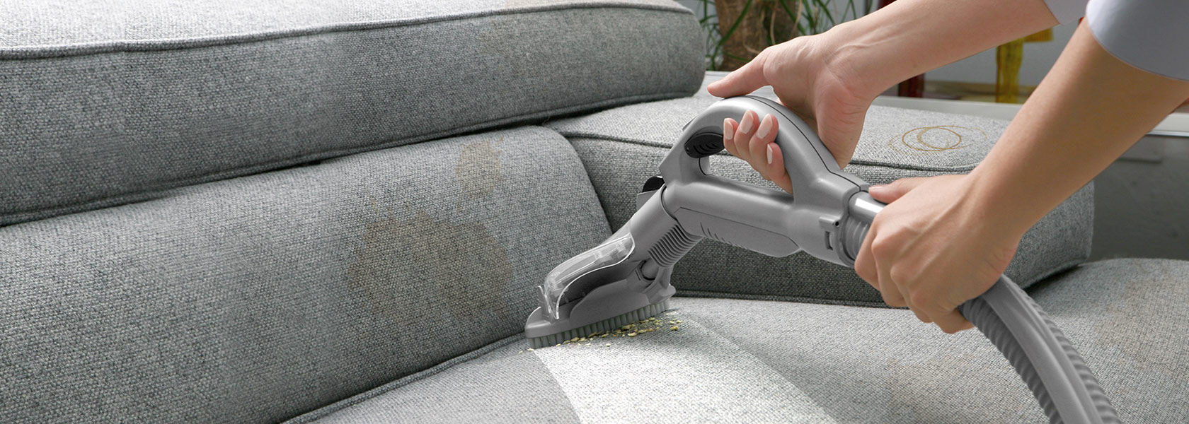 Book sofa & chair cleaning services in Dubai from best sofa & chair cleaning company - Mai...