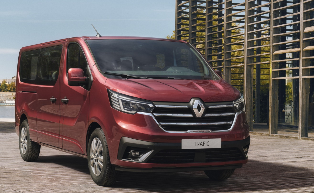 The new Renault Trafic Passenger and Renault Trafic SpaceClass assert themselves with a co...